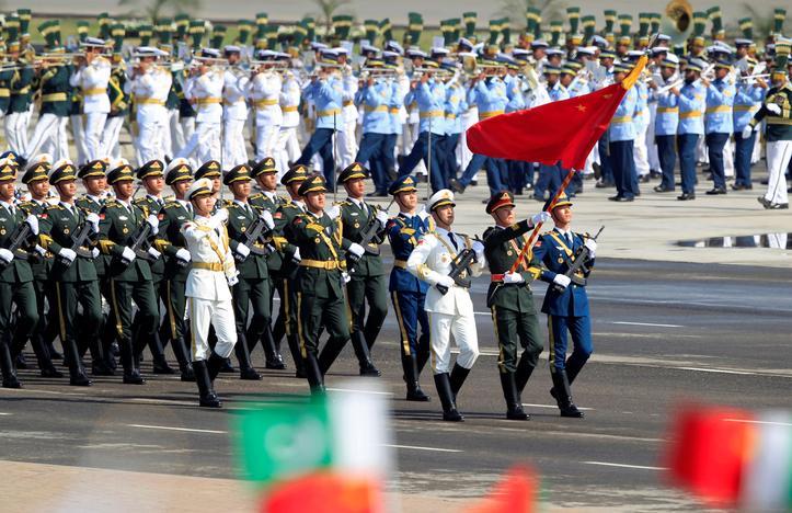 पाक परेड में पहली बार शामिल हुई चीनी सेना,भारत के खिलाफ प्रदर्शन