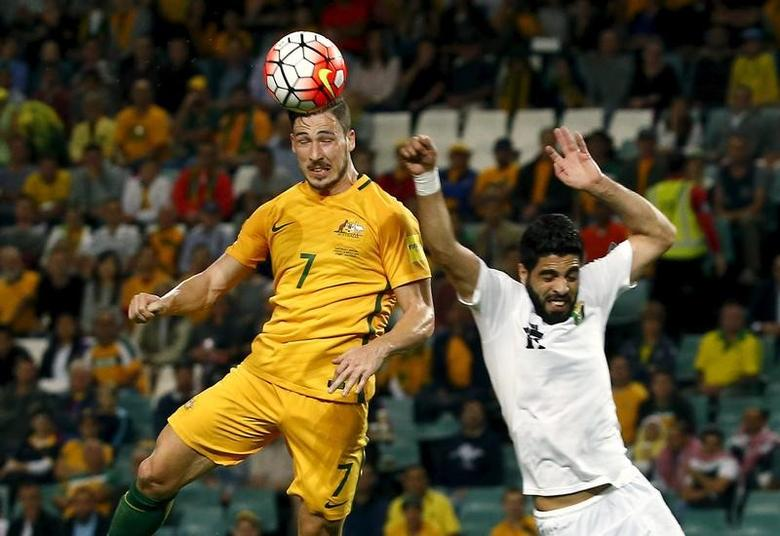 Football Soccer - Australia v Jordan - World Cup 2018 Qualifier - Sydney, Australia - 29/3/16 Jordan's Ibrahim Zawahreh (R) tries to stop Australia's Mathew Leckie during their World Cup 2018 Qualifier at the Sydney Football Stadium.   REUTERS/David Gray