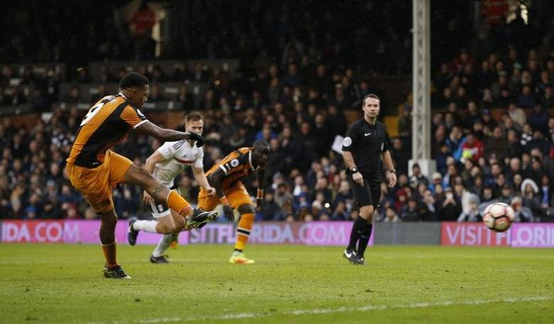 Britain Football Soccer - Fulham v Hull City - FA Cup Fourth Round - Craven Cottage - 29/1/17 Hull City's Abel Hernandez takes the second penalty which is saved by Fulham's Marcus Bettinelli  Action Images via Reuters / Paul Childs Livepic