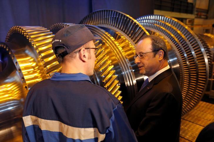 French President Francois Hollande (R) talks to a worker as he visits the turbines production unit of the General Electric plant in Belfort, France, February 22, 2017. REUTERS/Vincent Kessler