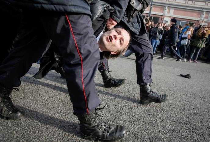 Law enforcement officers detain an opposition supporter during a rally in Moscow, Russia, March 26, 2017. REUTERS/Maxim Shemetov