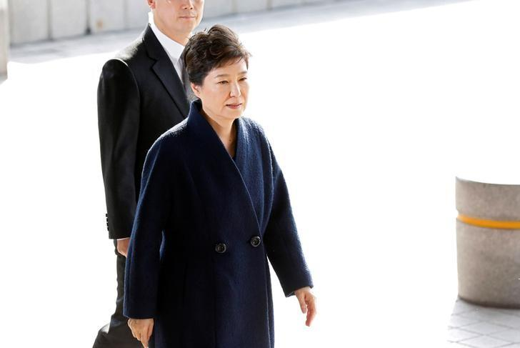 South Korea's ousted leader Park Geun-hye arrives at a prosecutor's office in Seoul, South Korea, March 21, 2017.  REUTERS/Kim Hong-Ji/Files