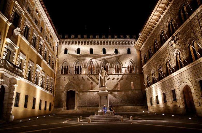 The entrance of Monte dei Paschi di Siena bank's headquarters in Siena, Italy, July 1, 2016.  REUTERS/Stefano Rellandini/File Photo