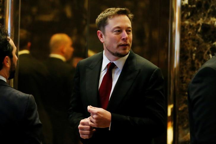 Tesla Chief Executive, Elon Musk enters the lobby of Trump Tower in Manhattan, New York, U.S., January 6, 2017. REUTERS/Shannon Stapleton/File Photo