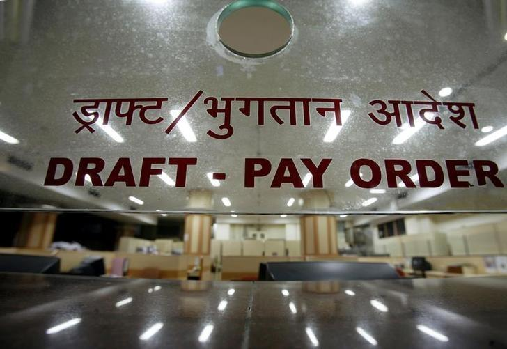 An empty bank counter is seen during a one-day bank strike in Mumbai January 25, 2008. REUTERS/Punit Paranjpe/Files