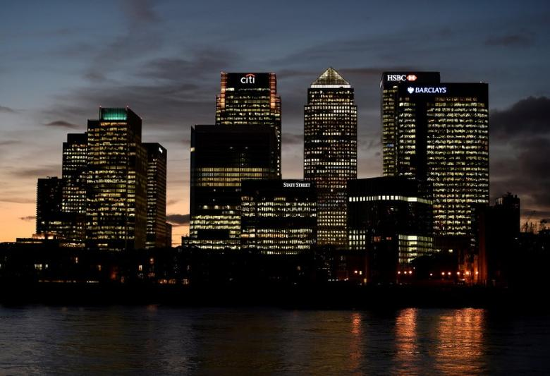 The Canary Wharf financial district is seen at dusk in London, Britain November 7, 2014.  REUTERS/Toby Melville