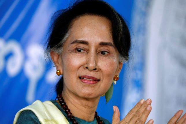 Myanmar State Counselor Aung San Suu Kyi smiles as she visits an IDP camp outside of Myitkyina, the capital city of Kachin state, Myanmar March 28, 2017. REUTERS/Soe Zeya Tun