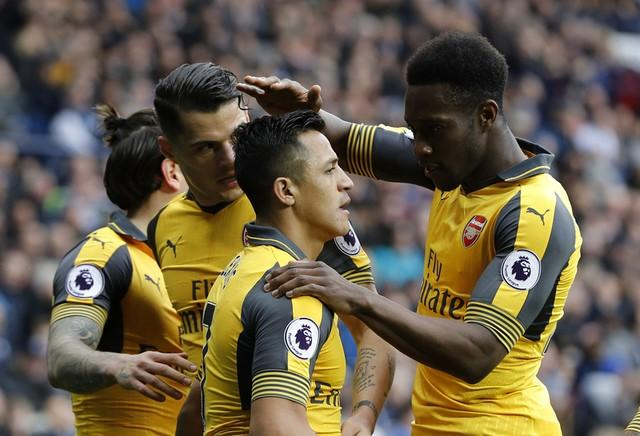 Britain Football Soccer - West Bromwich Albion v Arsenal - Premier League - The Hawthorns - 18/3/17 Arsenal's Alexis Sanchez celebrates scoring their first goal with team mates  Reuters / Darren Staples Livepic