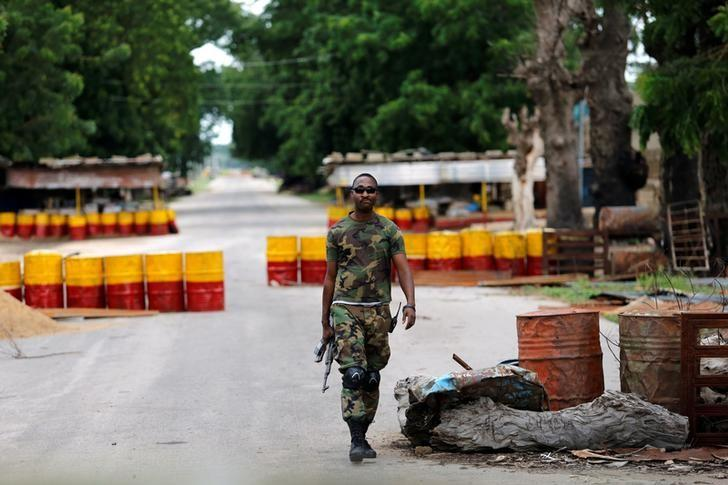 A soldier walks past a checkpoint in Bama, Borno State, Nigeria, August 31, 2016. REUTERS/Afolabi Sotunde/Files
