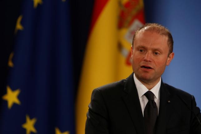 3月29日、EU議長国マルタのムスカット首相(写真)は、英国のEU離脱交渉中にポンド下落の影響をユーロ圏で討議する必要があるとの認識を示した。バレッタで29日撮影(2017年 ロイター/Darrin Zammit Lupi)