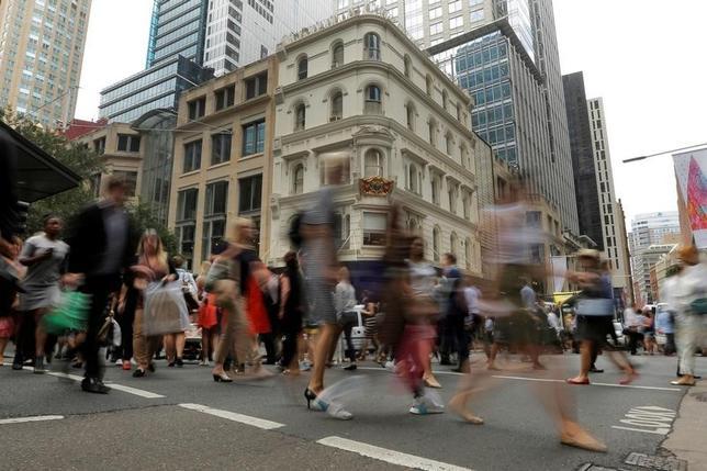 3月30日、オーストラリア統計局によると、12─2月の求人件数(季節調整済み)は18万5600件と、前期(9─11月)の18万2400件から1.8%増加した。写真はシドニーで昨年12月撮影(2017年 ロイター/Jason Reed)