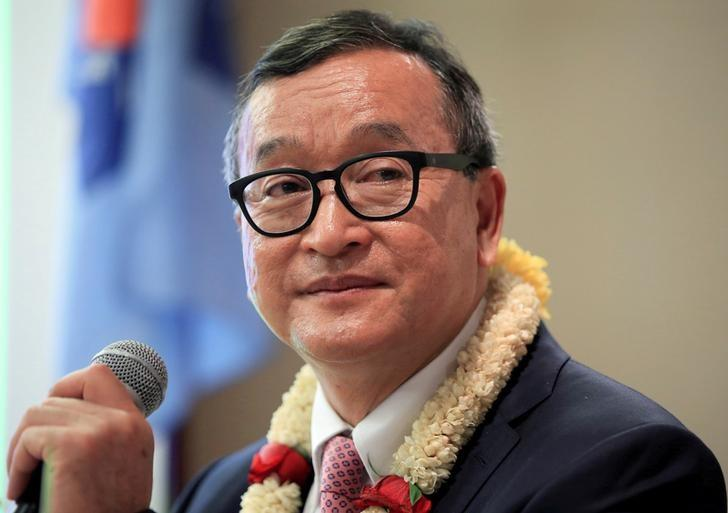 FILE PHOTO: Cambodian opposition leader Sam Rainsy delivers a speech to members of the Cambodia National Rescue Party (CNRP) at a hotel in metro Manila, Philippines June 29, 2016. REUTERS/Romeo Ranoco/File Photo
