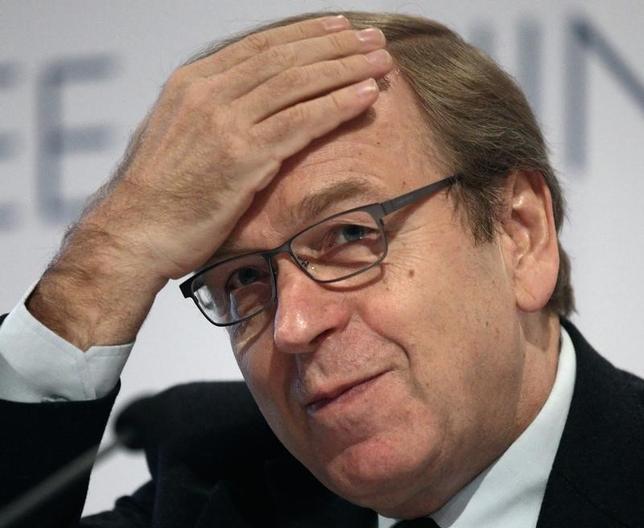 3月30日、欧州中央銀行(ECB)理事会メンバーのリーカネン・フィンランド中銀総裁(写真)はECBは政策へのコミットメントを維持する必要があると指摘、金利に関するガイダンスは適切だとの認識を示した。2011年11月撮影(2017年 ロイター/Heinz-Peter Bader)