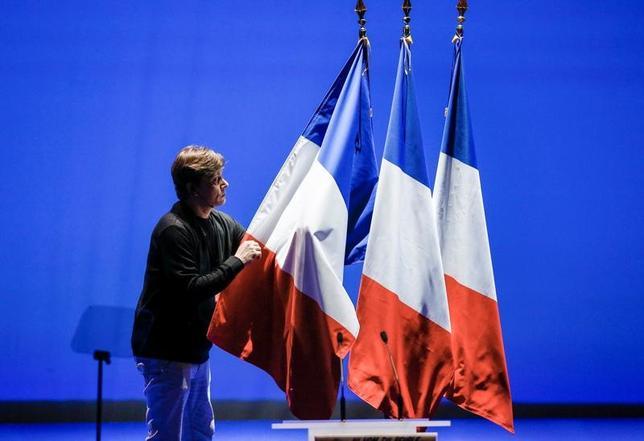 4月2日、フランスの選挙管理委員会は、ロシアのメディアが仏大統領選について、共和党(中道右派)のフィヨン元首相がリードしていると、大方の世論調査結果に矛盾する報道をしたことを受け、注意を喚起した。写真はリヨンで2月撮影(2017年 ロイター/Robert Pratta)