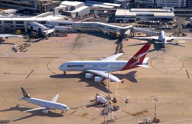 4月1日、オーストラリアのチェスター運輸相は、イスラム教徒が大半を占める中東からの直行便の旅客に対し、入国時のセキュリティーチェックを強化する方針を示した。写真はシドニーの国際空港で昨年5月撮影(2017年 ロイター/David Gray)
