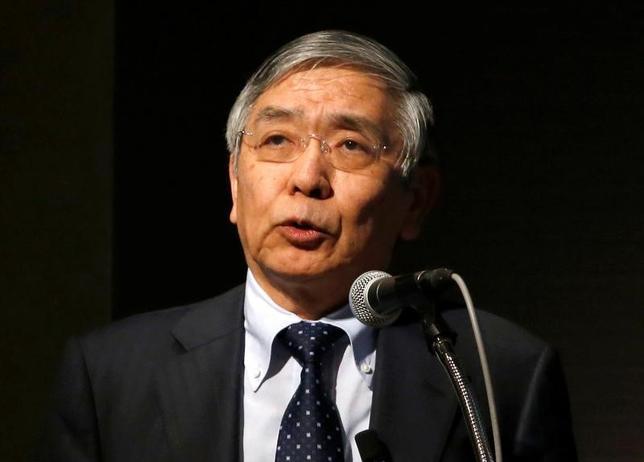 4月3日、黒田東彦日銀総裁(写真)は、都内の本店で開かれた入行式であいさつし、新入行員に向けて、通貨価値安定の重要性を説くとともに、外部環境の変化に的確に対応していくことが大事と語りかけた。写真は都内で3月撮影(2017年 ロイター/Toru Hanai)