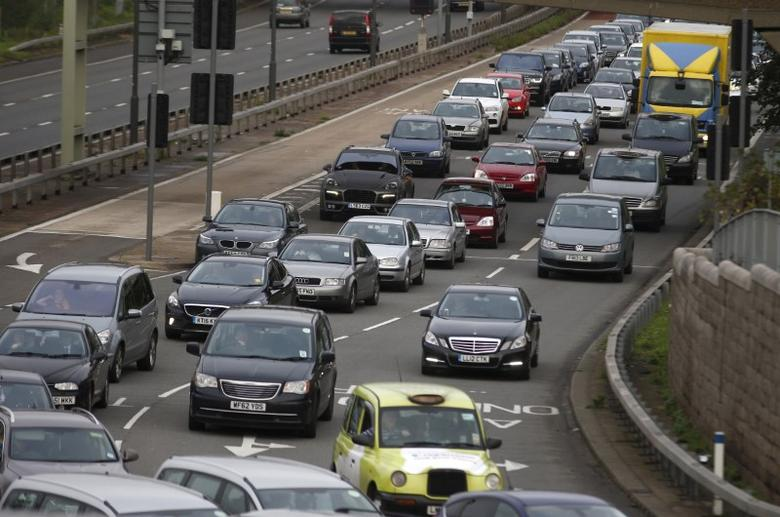 A file photograph shows a traffic jam as cars head towards the approach tunnel of Heathrow Airport, west London, Britain November 26, 2015.REUTERS/Peter Nicholls/files