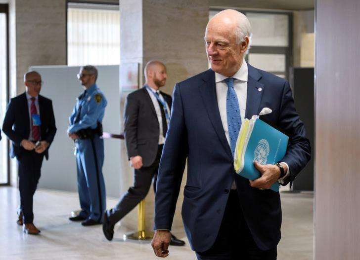 U.N. Special Envoy for Syria Staffan de Mistura arrives at a meeting with government delegation during Syria peace talks in Geneva, Switzerland March 31, 2017. REUTERS/Fabrice Coffrini/Pool
