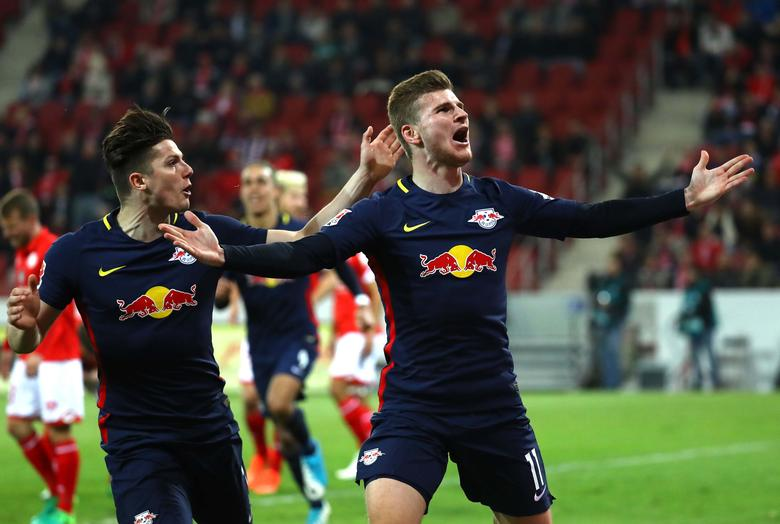 Football Soccer - FSV Mainz 05 v RB Leipzig - German Bundesliga - Opel Arena, Mainz, Germany - 5/4/17 -  RB Leipzig's Timo Werner  and Marcel Sabitzer react after scoring a goal REUTERS/Kai Pfaffenbach