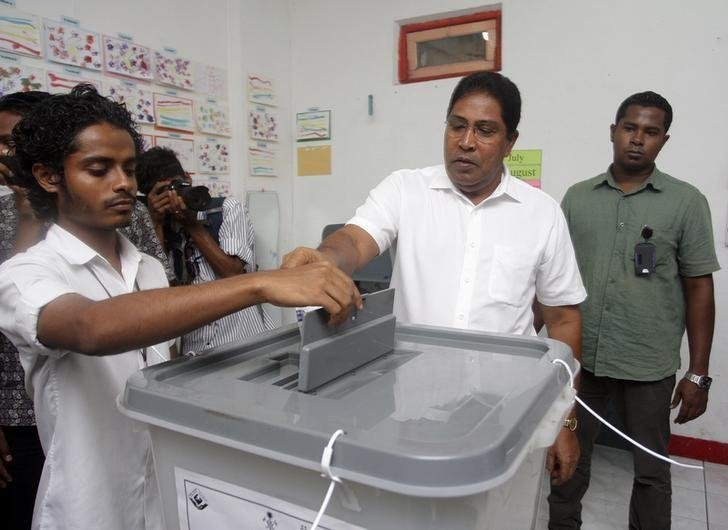 File Photo: Maldivian Jumhooree Party presidential candidate Qasim Ibrahim (2nd R) casts his vote at a polling station during the presidential elections in Male, November 9, 2013. REUTERS/Waheed Mohamed
