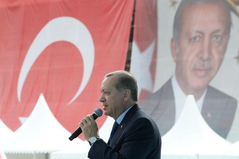 Turkish President Tayyip Erdogan delivers a speech during a ceremony in Bursa, Turkey April 5, 2017. Yasin Bulbul/Presidential Palace/Handout via REUTERS