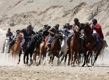 """""""بزكشي"""" لعبة قادرة على الاستمرار في أفغانستان رغم الحروب"""