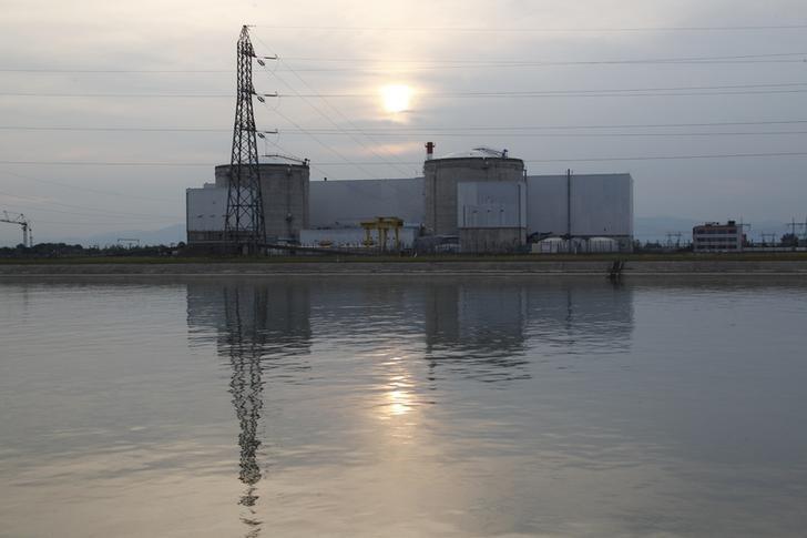 A general view shows France's oldest Electricite de France (EDF) nuclear power station, outside the eastern French village of Fessenheim, near Colmar, France, September 5, 2012.   REUTERS/Vincent Kessler/Files