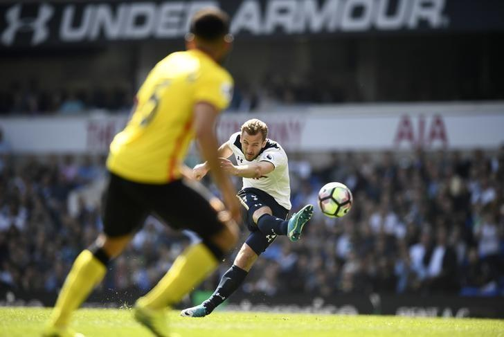 Britain Football Soccer - Tottenham Hotspur v Watford - Premier League - White Hart Lane - 8/4/17 Tottenham's Harry Kane hits the cross bar from a free-kick Reuters / Dylan Martinez/ Livepic/ Files