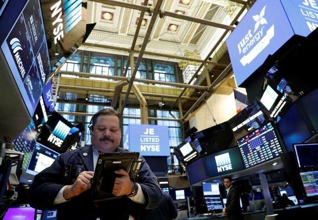4月13日、米国株式市場は、主要指数が3日続落で引けた。NY証券取引所で3月撮影(2017年 ロイター/Brendan McDermid)
