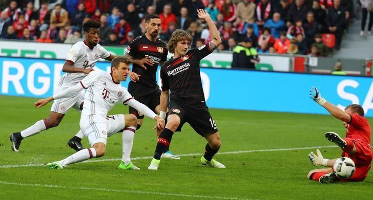 Soccer Football - Bayer Leverkusen vs Bayern Munich - Bundesliga - BayArena, Leverkusen, Germany - 15/4/17 Bayern Munich's Thomas Muller misses a chance to score Reuters / Kai Pfaffenbach Livepic