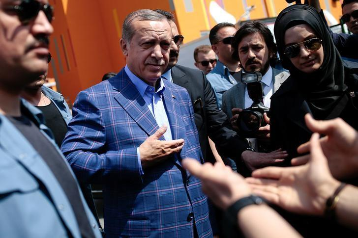 Turkish President Tayyip Erdogan greets his supporters as he leaves a polling station in the Uskudar district in Istanbul, Turkey April 16, 2017. REUTERS/Alkis Konstantinidis