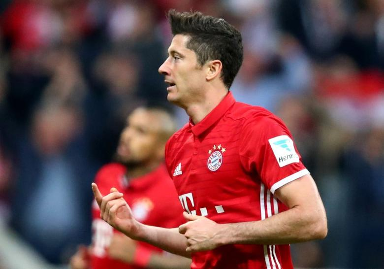 Football Soccer - Bayern Munich v Borussia Dortmund - Bundesliga - Allianz Arena, Munich, Germany - 8/4/17 Bayern Munich's Robert Lewandowski celebrates scoring their fourth goal  Reuters / Michael Dalder Livepic