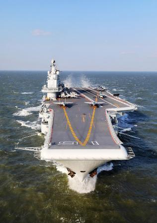 中国軍、近く国産空母を就航