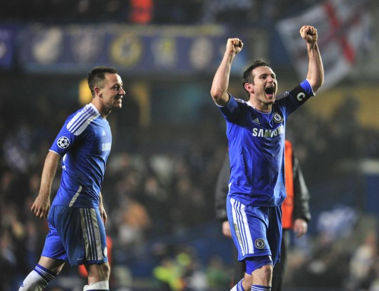 FILE PHOTO - Chelsea's Frank Lampard (R) and John Terry celebrate after defeating Napoli in their Champions League soccer match at Stamford Bridge in London March 14, 2012. REUTERS/Toby Melville