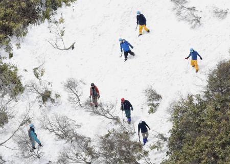 雪崩事故現場で遺留品捜索