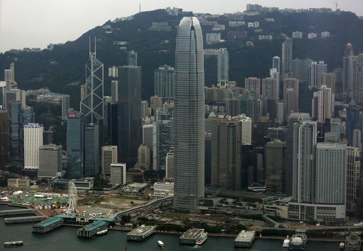 资料图片:2015年7月,中国香港,中环全貌。REUTERS/Bobby Yip