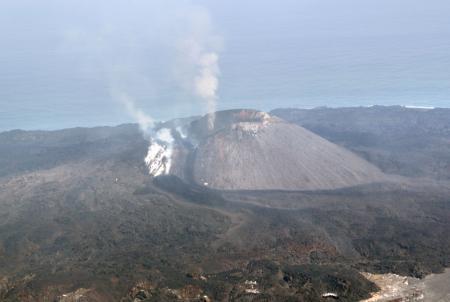 小笠原諸島の西之島で噴火を確認