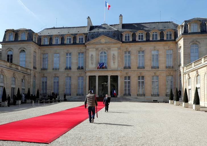 The red carpet is set for the visit of Guinea's President Alpha Conde at the Elysee Palace in Paris, France, April 11, 2017.  REUTERS/Philippe Wojazer