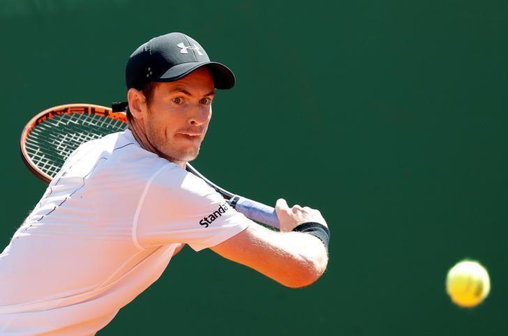 Tennis - Monte Carlo Masters - Monaco, 20/04/2017. Andy Murray of Britain plays a shot to Albert Ramos-Vinolas of Spain.      REUTERS/Eric Gaillard