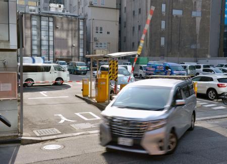 盗難ナンバー車で逃走か、福岡