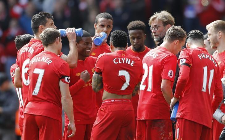 Britain Soccer Football - Liverpool v Everton - Premier League - Anfield - 1/4/17 Liverpool manager Juergen Klopp speaks to Liverpool's Georginio Wijnaldum and team mates during the game Action Images via Reuters / Carl Recine Livepic