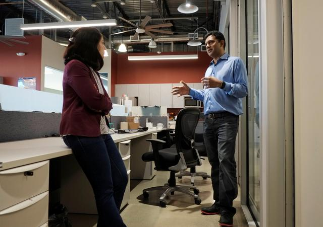 Guru Harihara, the CEO of startup Boomerang Commerce, discusses business issues with director of finance Jaya Jaware at the company's headquarters in Mountain View, California, U.S. April 21, 2017.   REUTERS/Stephen Nellis