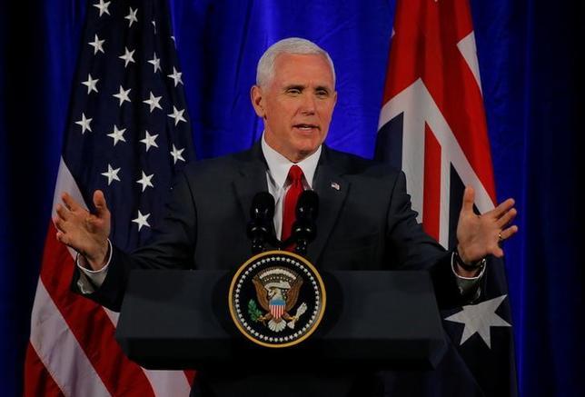 4月22日、オーストラリアを訪問したペンス米副大統領は、朝鮮半島の非核化が平和的に実現する可能性はまだあると述べ、中国の新たな関与に期待を表明した。シドニーで撮影(2017年 ロイター/Jason Reed)