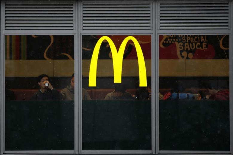 The logo of McDonald's is seen at its restaurant facade in Tokyo February 5, 2015.  REUTERS/Toru Hanai