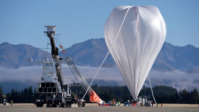 NASA's Super Pressure Balloon stands fully inflated and ready for lift-off from Wanaka Airport, New Zealand before it took flight at 10:50 a.m. local time April 25, 2017 (1850 EDT April 24, 2017.)    Bill Rodman/Courtesy NASA/Handout via REUTERS