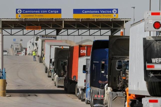 Trucks wait in a long queue for border customs control to cross into the U.S. at the Otay border crossing in Tijuana, Mexico on February 2, 2017. REUTERS/Jorge Duenes/File Photo