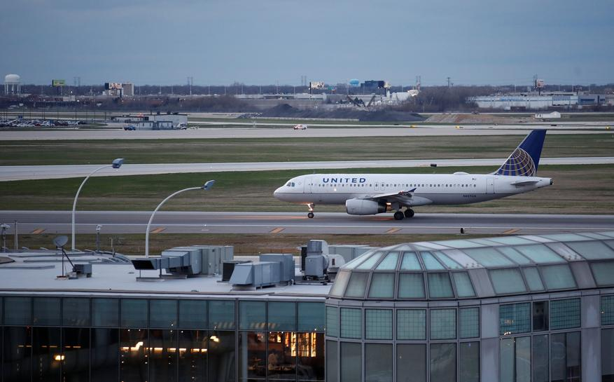 U.S. airlines overhaul overbooking after United fiasco
