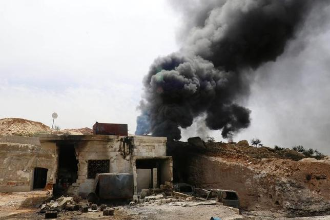 5月6日、ロシア連邦軍のゲラシモフ参謀総長と米軍のダンフォード統合参謀本部議長はシリア上空での衝突を回避する共同覚書の履行を完全再開することで合意した。シリアで4月27日撮影(2017年 ロイター/Ammar Abdullah)