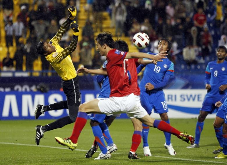 FILE PHOTO: India's goalkeeper Subrata Paul (L) makes a save as South Korea's Koo Ja-cheol (C) challenges during their 2011 Asian Cup Group C soccer match at Al Gharafa stadium in Doha January 18, 2011.   REUTERS/Jo Yong-Hak