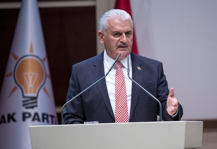 Turkish Prime Minister Binali Yildirim makes a speech during a meeting in Ankara, Turkey, April 19, 2017. Ali Balikci/Prime Minister's Press Office/Handout via REUTERS